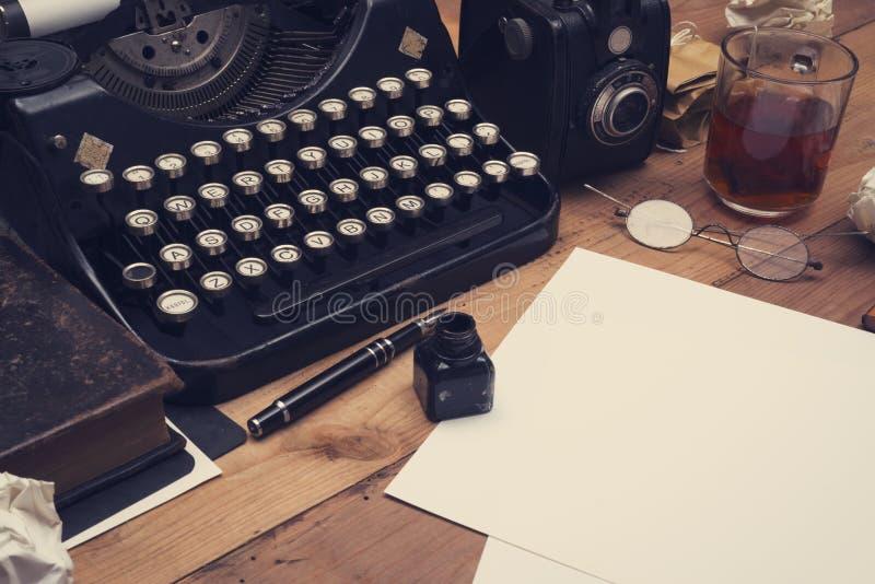 Vieux rétro bureau d'auteurs photographie stock libre de droits