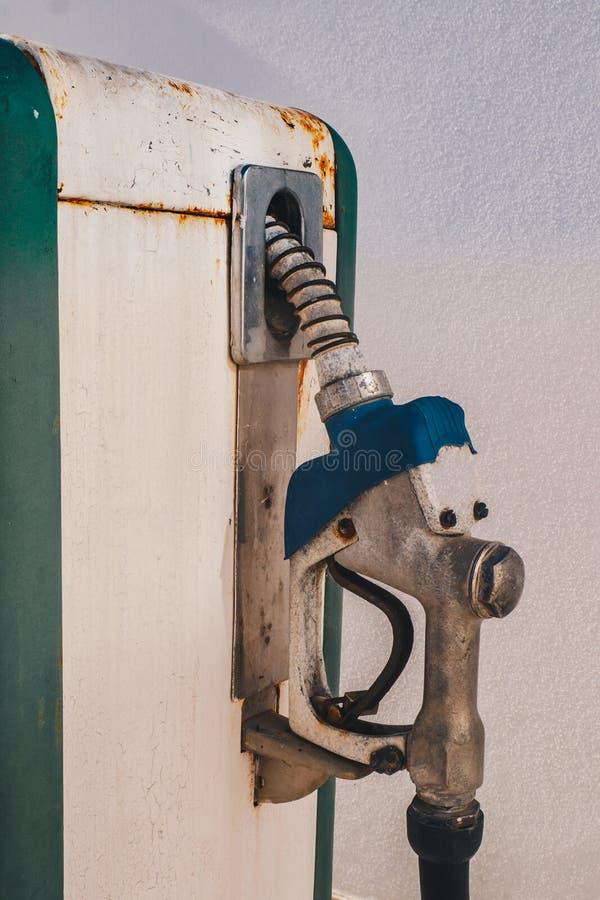 Vieux rétro détail de pompe à gaz d'essence de vintage images libres de droits