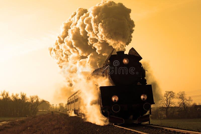Vieux rétro train de vapeur photographie stock