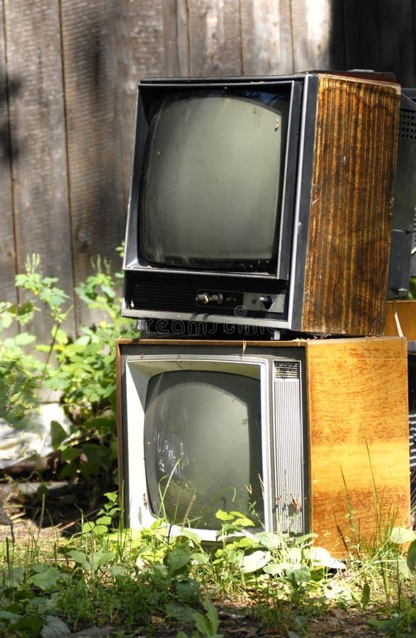 Vieux rétro tvset 80 s dans la campagne en Russie image stock