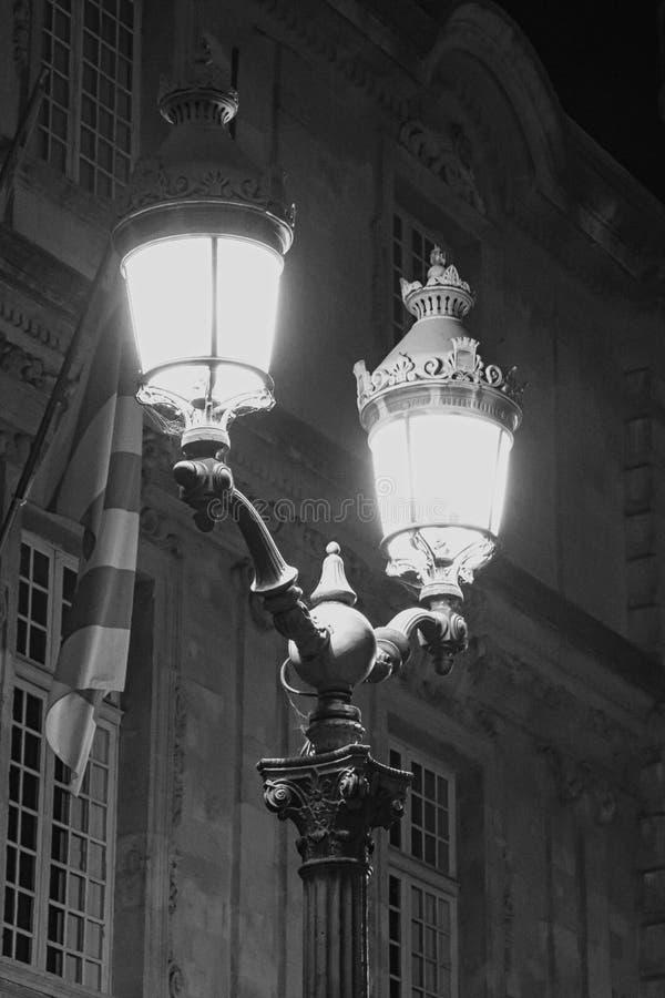 Download Vieux réverbères photo stock. Image du isolement, classique - 76084226