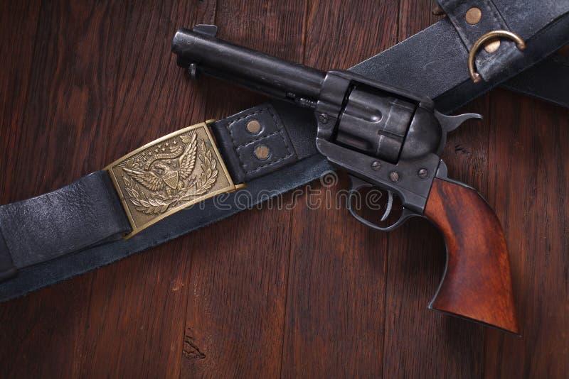 Vieux revolver avec des cartouches photo libre de droits
