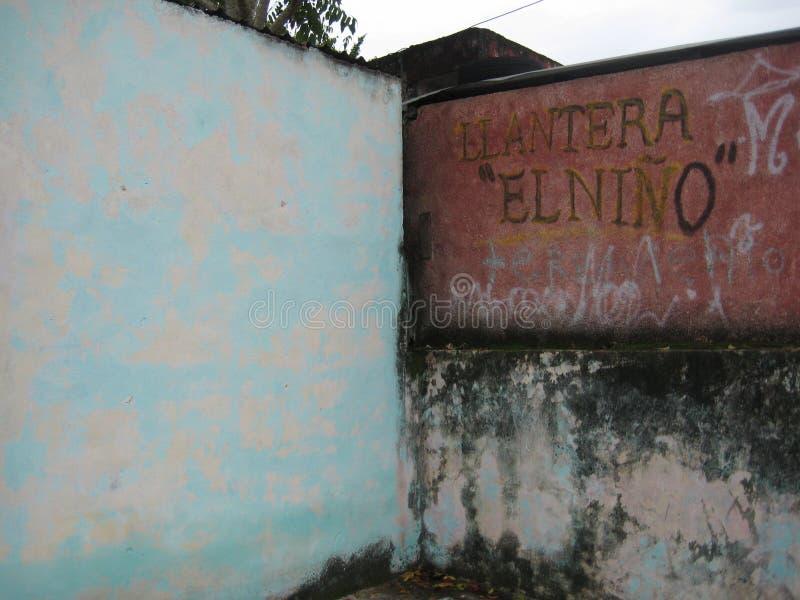 Vieux rose usé et avant bleu de magasin à Valladolid, ¡ n, Mexique de Yucatà photos libres de droits