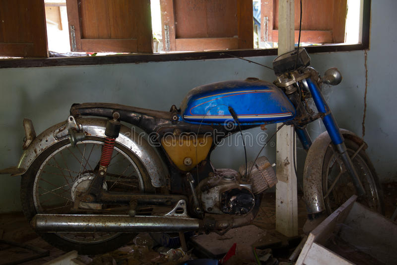 Vieux rouillé de moto photo libre de droits