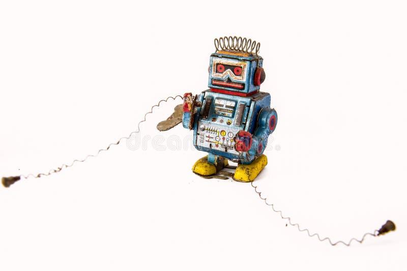 vieux rouillé sur le jouet de robot sur le fond photographie stock libre de droits