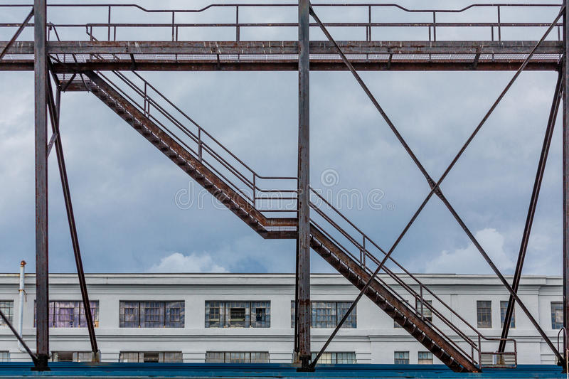 Download Vieux Rusty Stairs Over Warehouse Image stock - Image du escalier, stairwell: 56476413