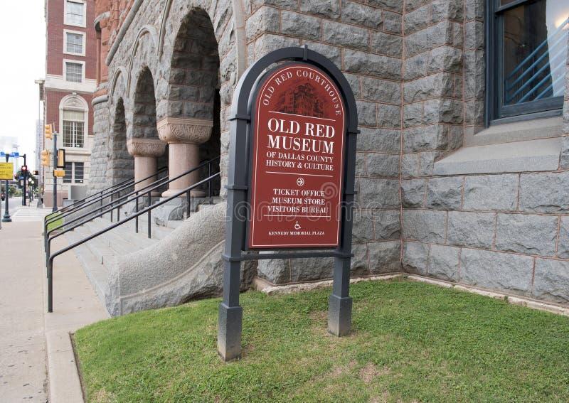 Vieux signe rouge de musée, Dallas, le Texas photos libres de droits