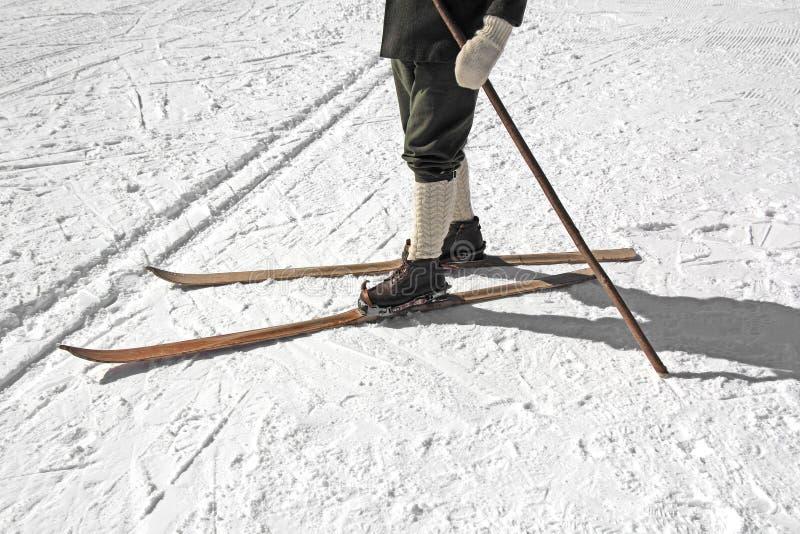 Vieux skis et bottes image libre de droits