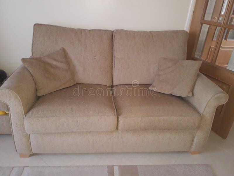 Vieux sofa photographie stock libre de droits