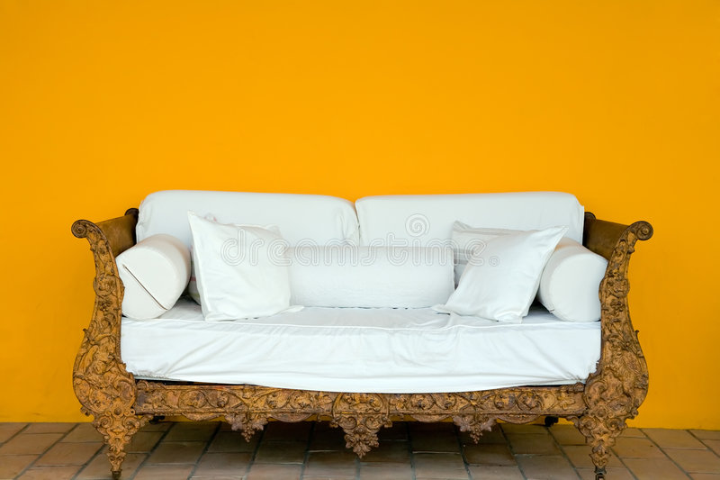 Vieux sofa images libres de droits