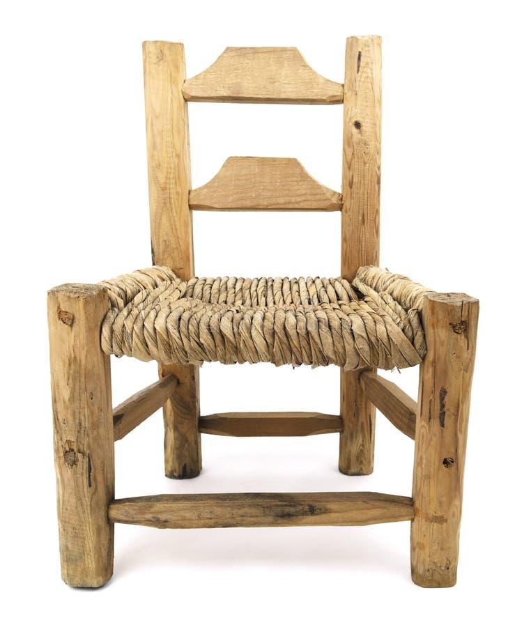Vieux Straw Wood Chair tissé d'isolement photographie stock libre de droits