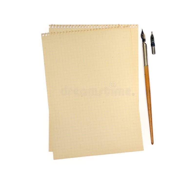 Vieux stylo d'encre et papier rayé images libres de droits