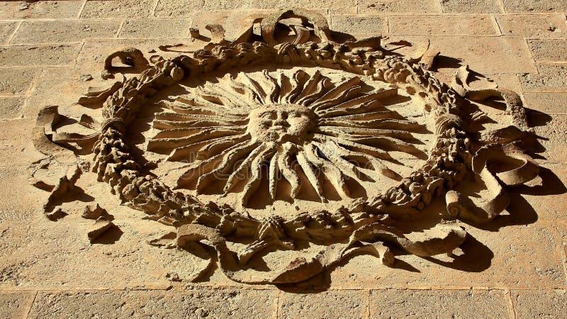 Vieux symbole dans une cathédrale photo libre de droits