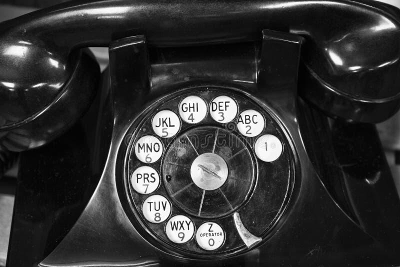 Vieux téléphone - téléphone antique de cadran rotatoire images stock