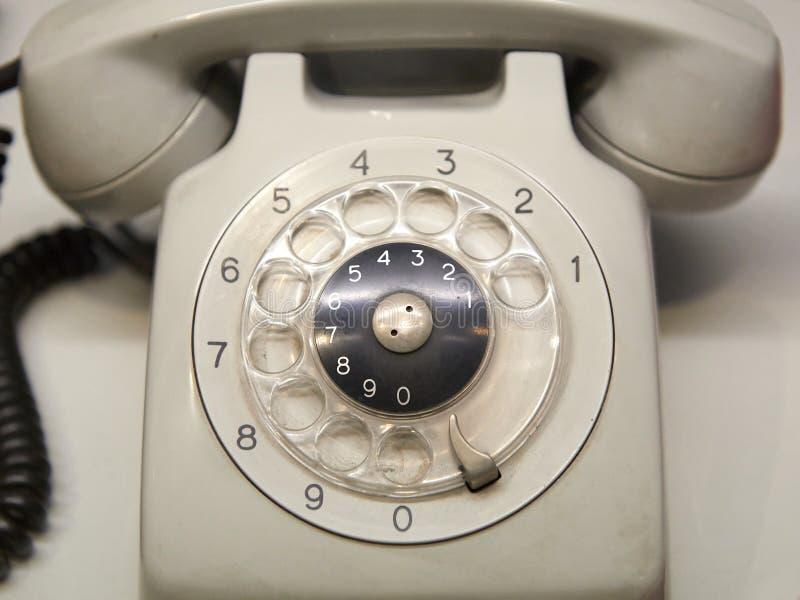 Vieux téléphone utilisé avec le cadran rotatoire photographie stock libre de droits