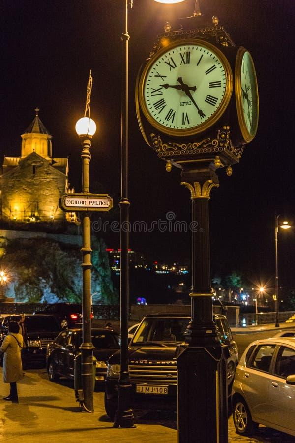 Vieux Tbilisi par jour et par nuit images stock