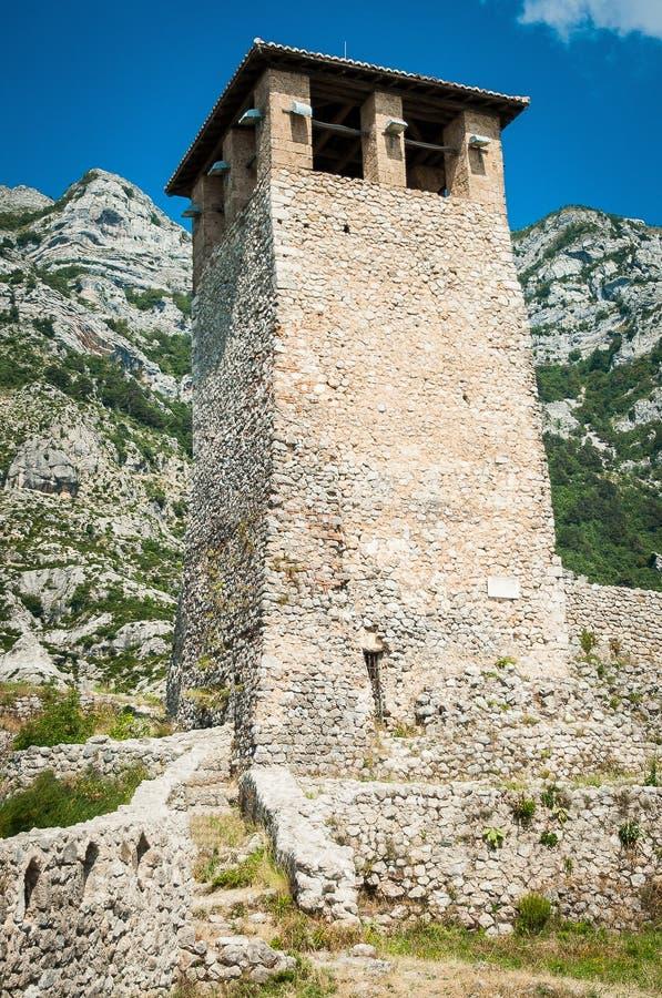 2016 vieux temple de l'Albanie Kruje, château sur le dessus de la colline image libre de droits