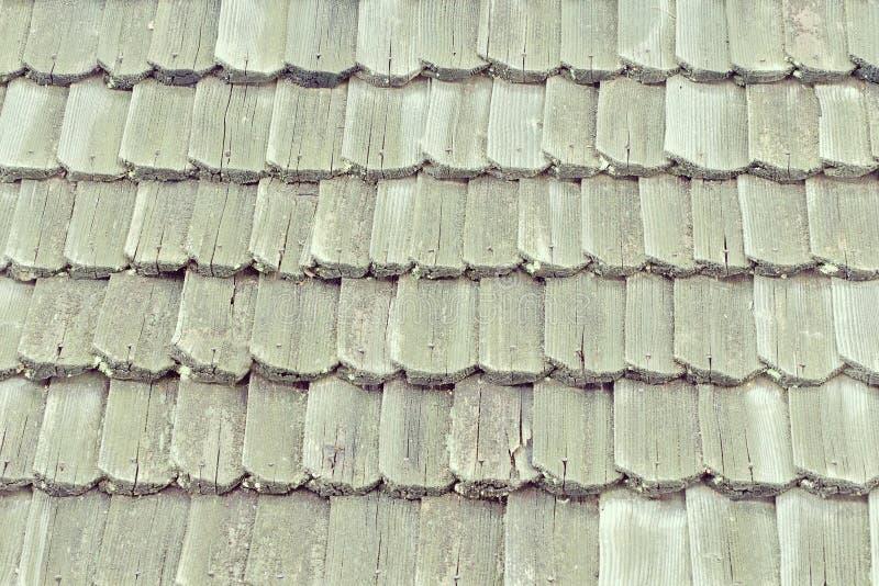 Vieux toit avec les bardeaux en bois Texture Plan rapproché images stock