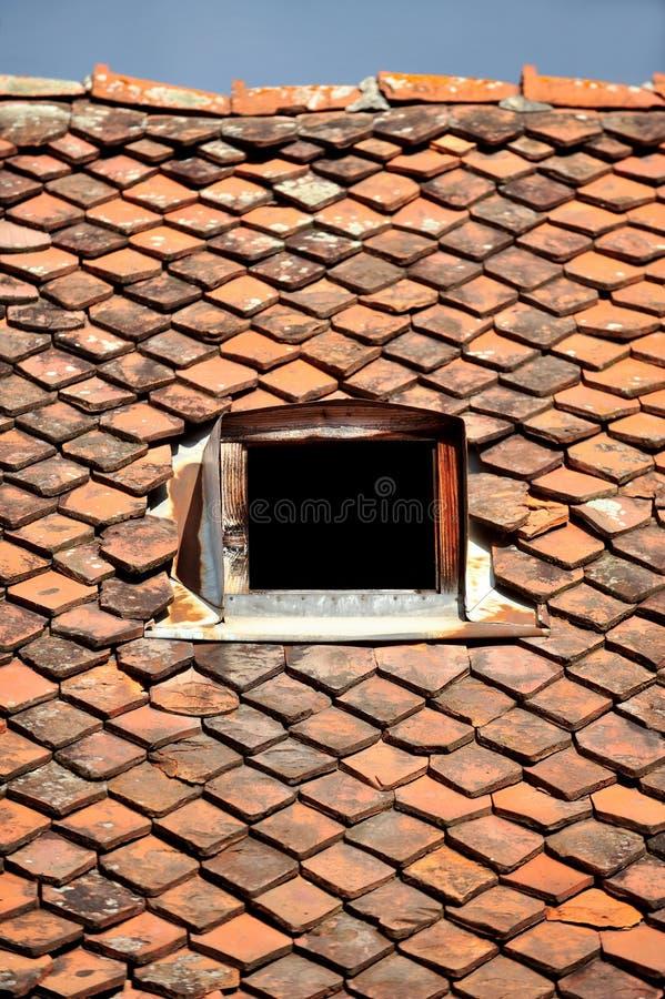 Vieux toit de tuile image libre de droits
