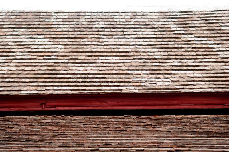 Vieux toit en céramique de Closedup dans le temple photographie stock libre de droits