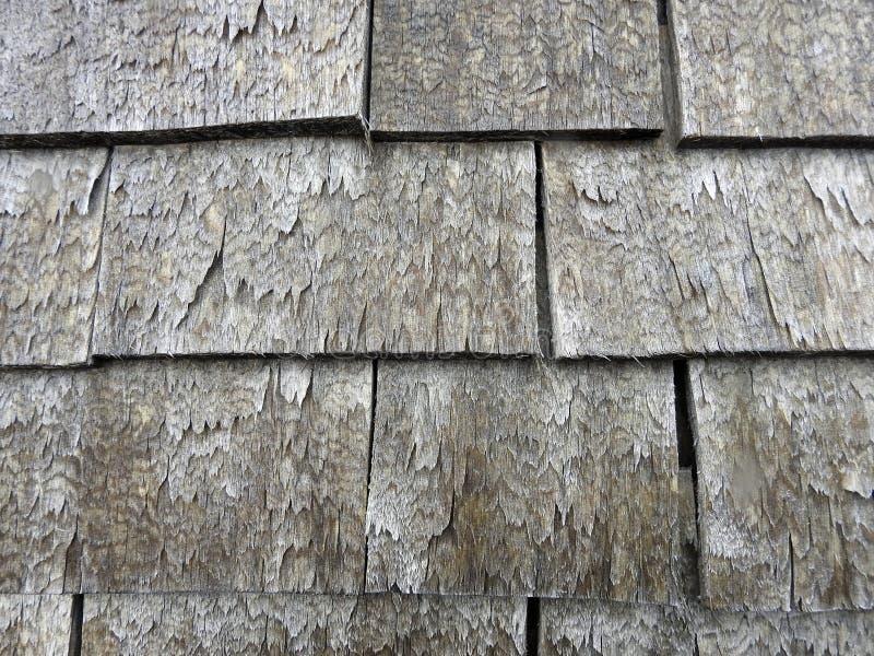 Vieux toit fait à partir des morceaux en bois, Lithuanie photographie stock