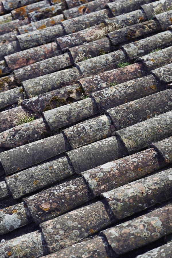 Vieux toit lapidé image stock