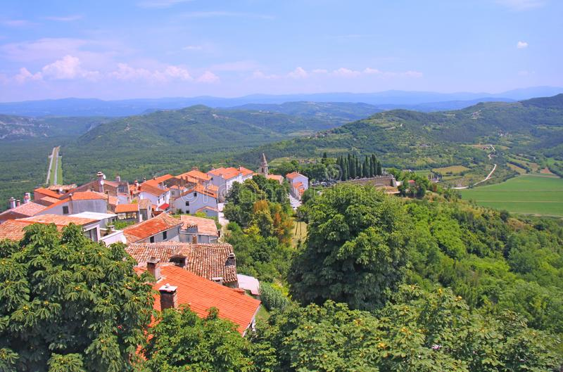 Vieux toits dans la ville de Motovun dans la région d'Istria, Croatie images stock