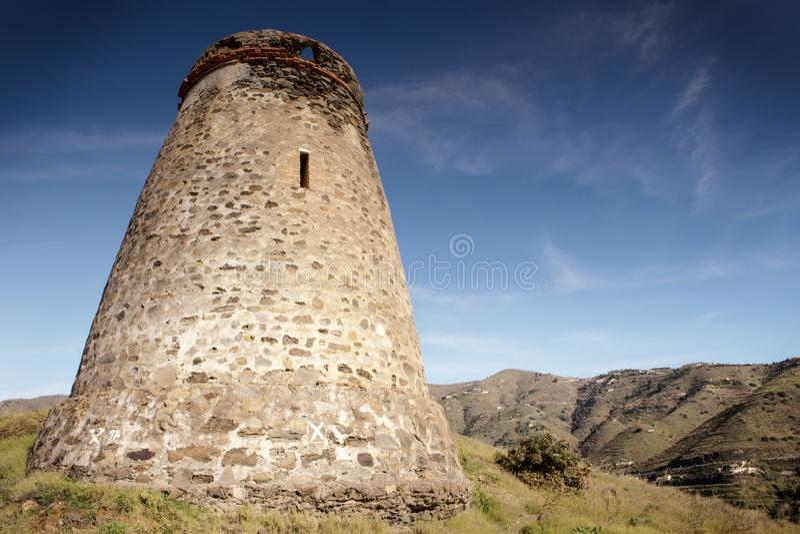Vieux tour de guet en pierre en Espagne almunecar images libres de droits