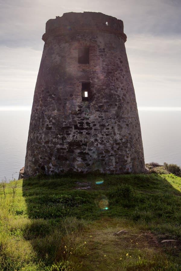 Vieux tour de guet en pierre en Espagne almunecar images stock