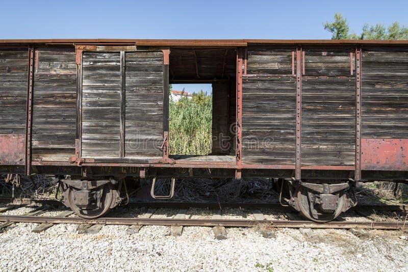 Vieux train écarté en région de l'Abruzzo, Italie photographie stock