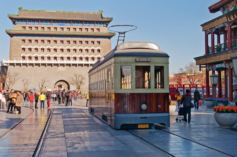 Vieux tram dans la rue de Qianmenl dans Pékin. Chine photographie stock
