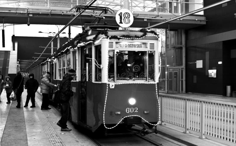 Download Vieux Tram De Noël à Poznan Image stock éditorial - Image du transport, vacances: 45350304