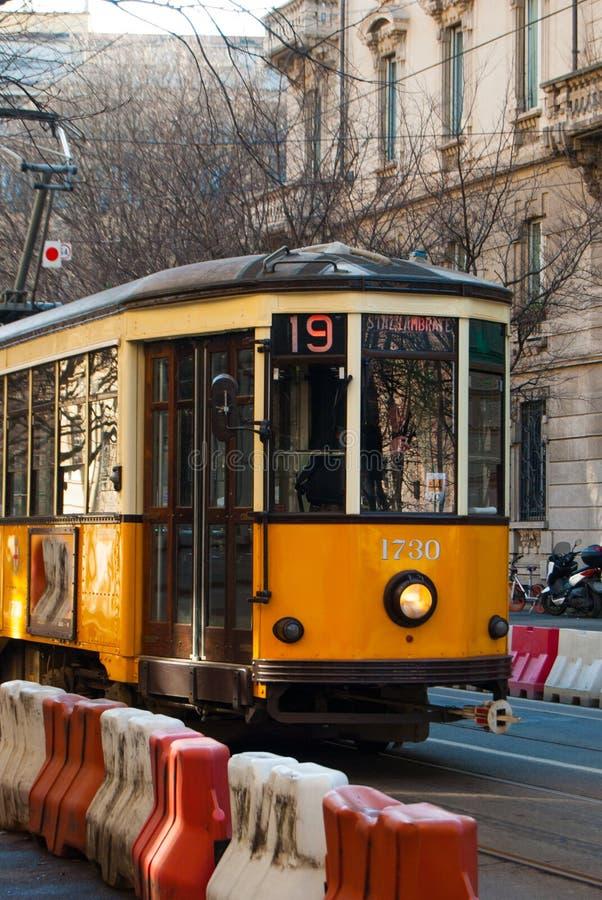Vieux tram de ville à Milan images libres de droits
