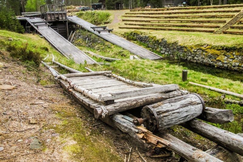 Vieux transport de bois de construction au canal de Stöa, Norvège/Suède image stock