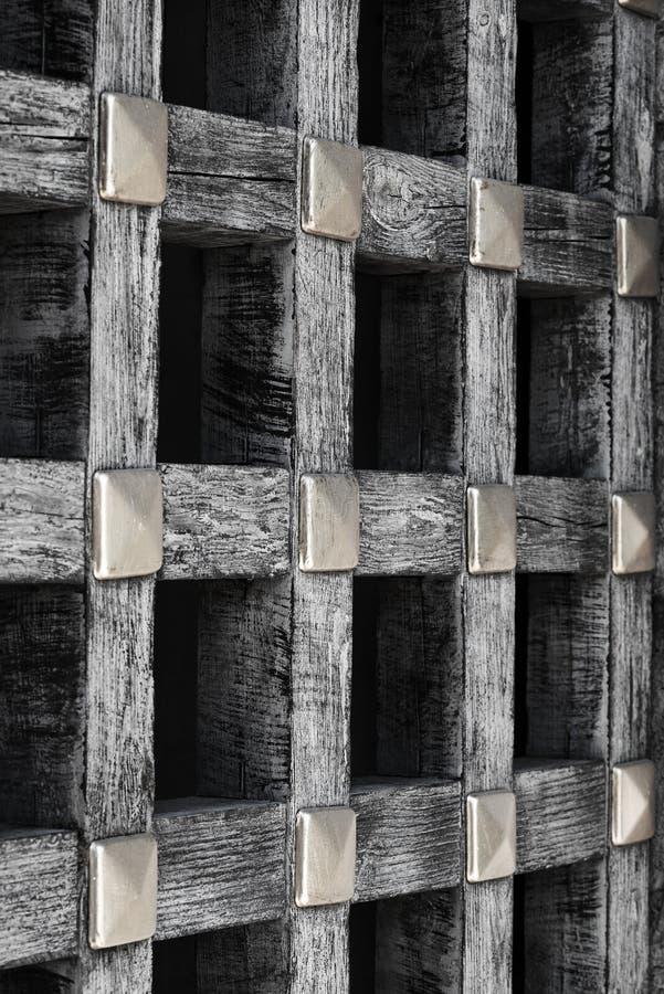 Vieux trellis en bois à l'intérieur du château photo libre de droits