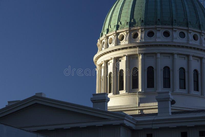 Vieux tribunal historique de capitol d'architecture construisant autour du toit de dôme image stock
