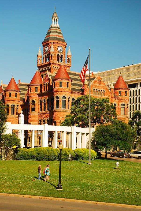 Vieux tribunal rouge à la plaza de Dealy, Dallas Texas image stock