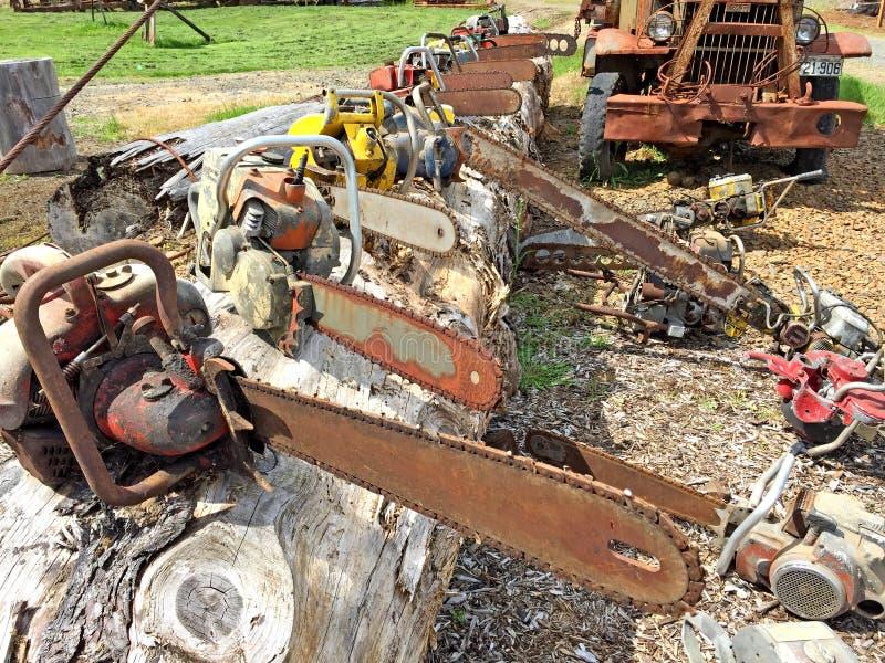 Vieux tronçonneuses et équipement de sylviculture en Orégon photo stock
