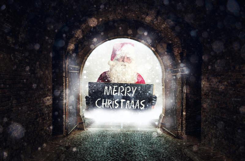 Vieux tunnel avec Santa photos libres de droits