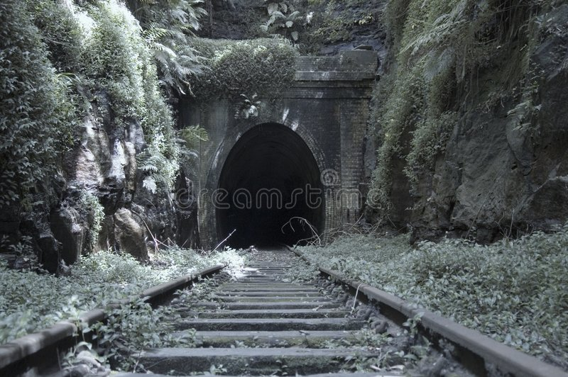 Vieux tunnel de chemin de fer images libres de droits