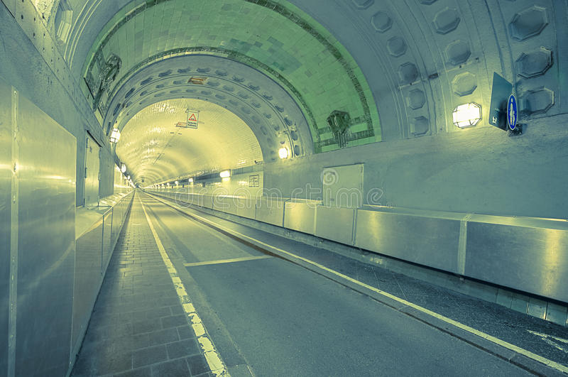 Vieux tunnel de Hambourg Elbe images stock