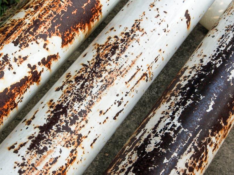 Vieux tuyaux sales et rouillés images libres de droits