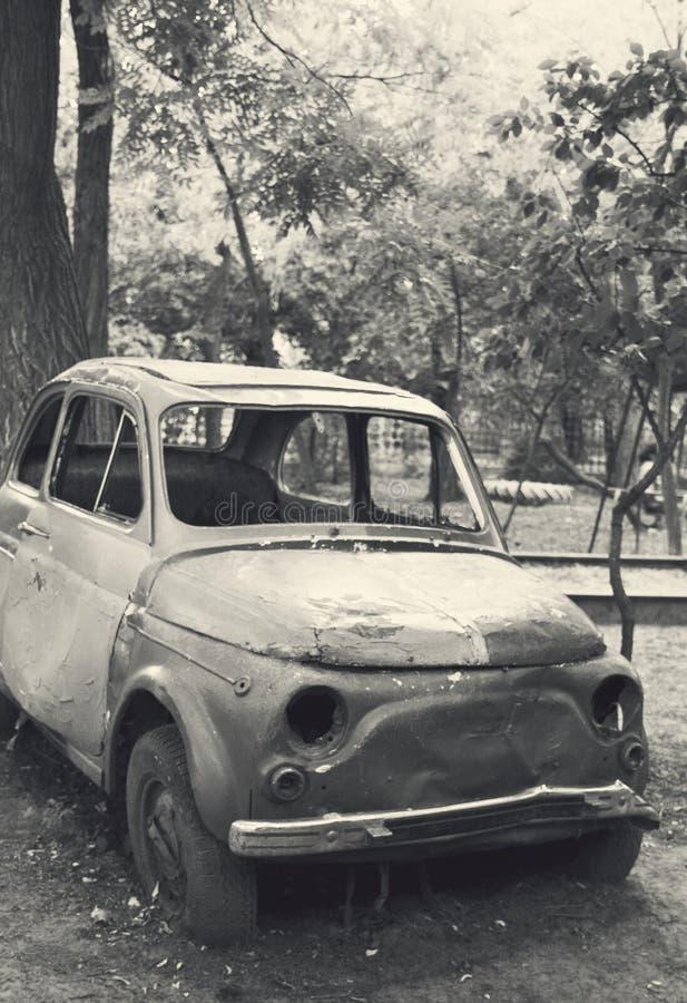 Vieux véhicule détruit photo libre de droits