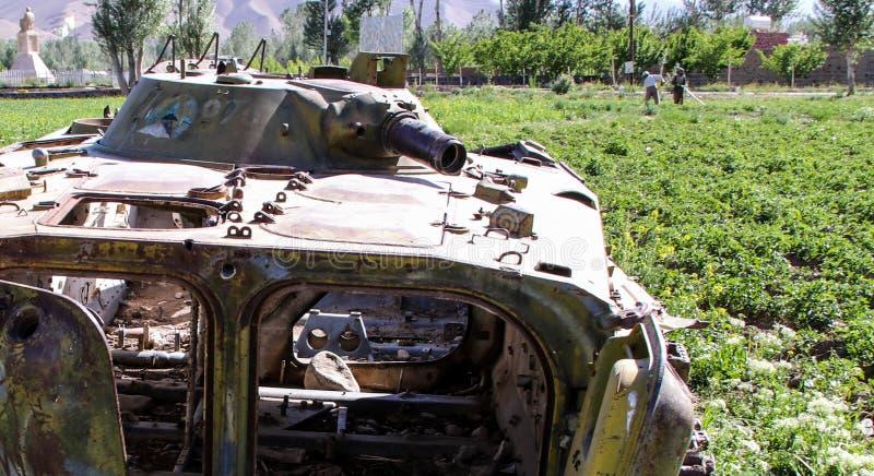Vieux véhicules blindés hors d'usage et abandonnés en Afghanistan photographie stock