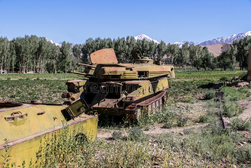 Vieux véhicules blindés hors d'usage et abandonnés en Afghanistan photo libre de droits