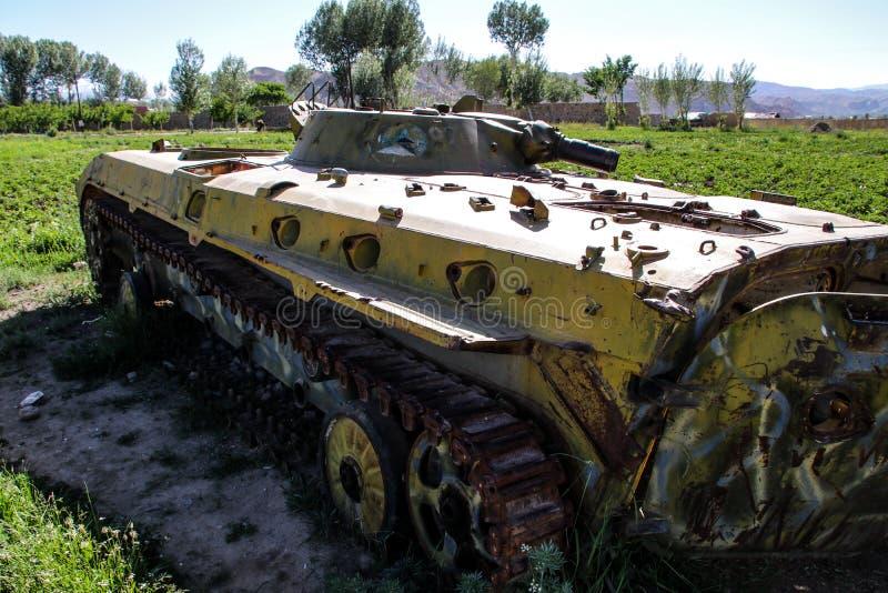 Vieux véhicules blindés hors d'usage et abandonnés en Afghanistan photographie stock libre de droits
