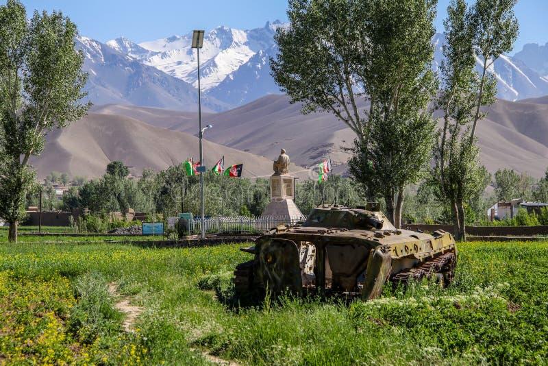 Vieux véhicules blindés hors d'usage et abandonnés en Afghanistan photos stock