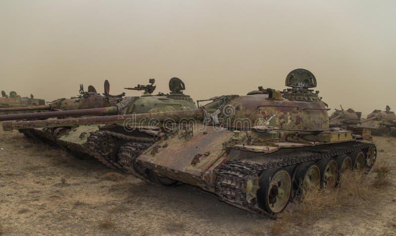 Vieux véhicules militaires, réservoirs et armes à feu en Afghanistan image stock