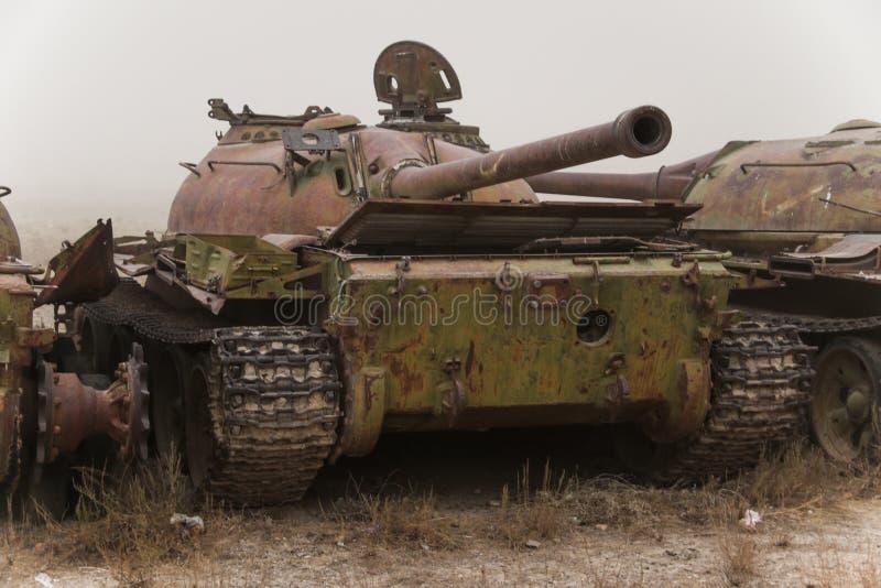 Vieux véhicules militaires, réservoirs et armes à feu en Afghanistan photographie stock libre de droits