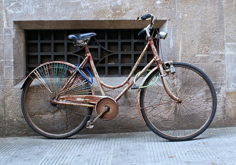 Vieux vélo en Luca image stock